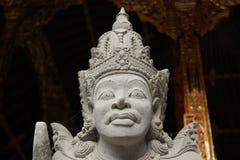 Guardia intrépido del hombre la puerta en estilo del Balinese Imagen de archivo