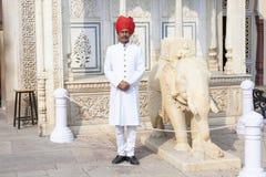 Guardia nel palazzo della città di Jaipur, Ragiastan Immagine Stock