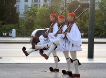 Guardia presidenziale Changing fuori della costruzione del Parlamento a Atene, Grecia Fotografie Stock