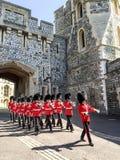 Guardia real en el palacio de Windsor, Londres, Reino Unido Imagenes de archivo