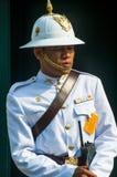 Guardia real en el palacio magnífico en Bangkok, Tailandia Imagenes de archivo