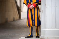 Guardia suizo en Vaticano Imágenes de archivo libres de regalías