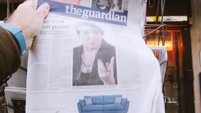 The Guardian om Brexit och Theresa May stock video