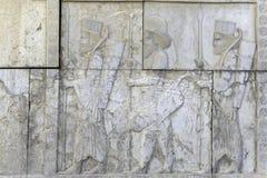 Guardiani anche conosciuti come gli immortali che tengono una lancia Persepolis, Iran Fotografia Stock Libera da Diritti