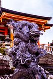 Guardiano del drago del serpente del dera di Kiyomizu fotografie stock