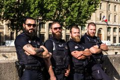 Guardias armados de la policía ferroviaria del ` s de la SNCF París, Francia Imagen de archivo