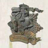 Guardias de caballo contra la perspectiva de un premio y de una cinta de los guardias con la inscripción 300 años del guardia rus Fotos de archivo