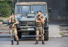 Guardias de seguridad en la entrada a Pompeya imagen de archivo libre de regalías