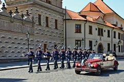 Guardias del castillo de Praga Fotos de archivo libres de regalías
