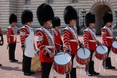 Guardias reales británicos en Buckingham Palace Foto de archivo libre de regalías