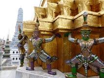 Guardie del tempio nel grande palazzo a Bangkok Fotografie Stock