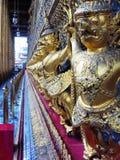 Guardie del tempio nel grande palazzo a Bangkok Fotografia Stock Libera da Diritti