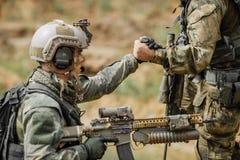 Guardie forestali durante l'operazione militare immagini stock