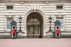 Free Guards At Buckingham Palace In London England Stock Image - 142143611