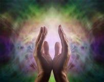 Guaritore di Pranic con bella aura immagini stock