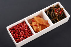 Guarnisca: arachide, ravanello, kelp Fotografia Stock Libera da Diritti
