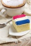 Guarnizione del dolce con la crema della guarnizione di colore della bandiera della Francia Fotografia Stock