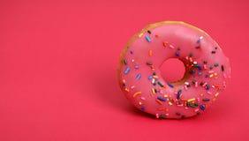 Guarnizioni di gomma piuma su fondo rosa con lo spazio della copia per testo Fotografia Stock Libera da Diritti