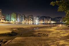 Guaruja, plage des Asturies la nuit Photos stock