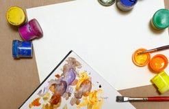 Guaszu i farby muśnięć kłamstwo na papierze Obrazy Royalty Free