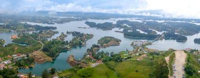 Guatape鸟瞰图在安蒂奥基亚省,哥伦比亚 免版税库存图片