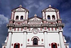 GUATAPE, ANTIOQUIA, ΚΟΛΟΜΒΊΑ, ΣΤΙΣ 8 ΑΥΓΟΎΣΤΟΥ 2018: Η εκκλησία της κυρίας Carmen μας στοκ εικόνα με δικαίωμα ελεύθερης χρήσης