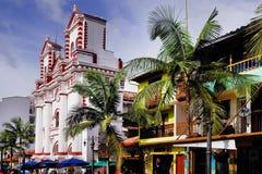 GUATAPE, ANTIOQUIA, ΚΟΛΟΜΒΊΑ, ΣΤΙΣ 8 ΑΥΓΟΎΣΤΟΥ 2018: Η εκκλησία της κυρίας Carmen μας στοκ φωτογραφία