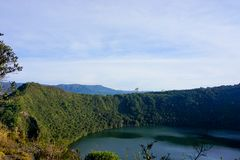Guatavita legend för dorado för Colombia lagun- eller sjöel royaltyfri foto