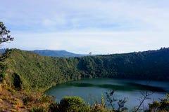 Guatavita legend för dorado för Colombia lagun- eller sjöel royaltyfri fotografi