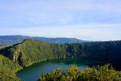 Guatavita legend för dorado för Colombia lagun- eller sjöel royaltyfri bild