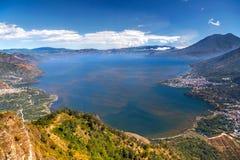 Guatemala azul Volcano Landscape de Atitlan do lago view cênico aérea foto de stock