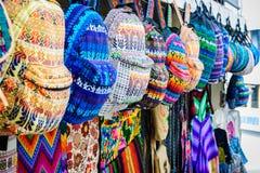 Guatemalanska stilsouvenir på försäljning i San Pedro La Laguna Arkivfoto
