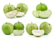 Guava och gräsplanäpple på vit bakgrund Fotografering för Bildbyråer
