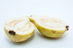 Guava owoc cięcie w dwa kawałka Obrazy Stock