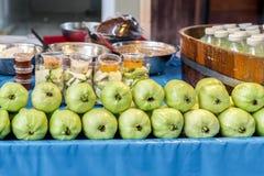 Guava owoc i sok butelka Zdjęcie Stock