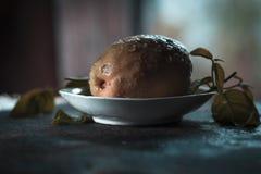 Guavas на таблице Стоковые Изображения