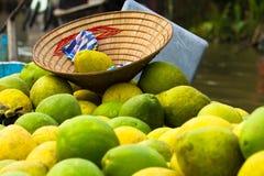 Guave op het drijven markt op Mekong Rivier Royalty-vrije Stock Afbeeldingen