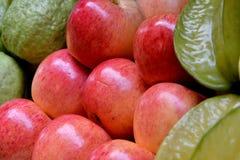 Guayaba de Apple, del starfruit y de la manzana Imágenes de archivo libres de regalías