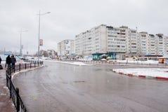 Gubakha,电烫地区,俄罗斯- 4月16 2017年:都市春天土地 免版税图库摄影