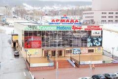 Gubakha, a borda do permanente, Rússia - 15 de abril 2017: Trocar-negócio fotos de stock