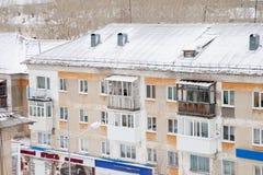 Gubakha, Perm region Rosja, Kwiecień, - 16 2017: Stary mieszkaniowy Obrazy Royalty Free