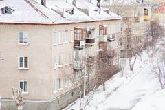 Gubakha permanentregion, Ryssland - April 16 2017: Stads- vårländer Fotografering för Bildbyråer