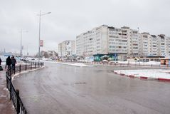 Gubakha permanentregion, Ryssland - April 16 2017: Stads- vårländer royaltyfri fotografi