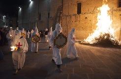 Gubbio Gubbio, Италия, традиционное шествие пятницы недели пасхи Стоковые Изображения RF