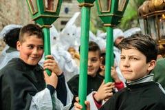 Gubbio, Italië, de traditionele optocht van Vrijdag van Pasen-week Stock Fotografie