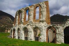 Gubbio, Umbia, Italia - teatro romano antiguo imágenes de archivo libres de regalías