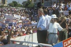 Gubernator Bill Clinton i Hillary Clinton podczas Clinton, krwi Buscapade kampanii 1992 wycieczki turysycznej w Corsicana/, Teksa Fotografia Stock