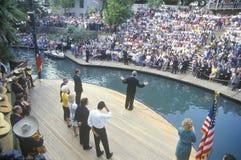 Gubernator Bill Clinton mówi przy Arneson rzeką podczas Clinton, krwi Buscapade kampanii 1992 wycieczki turysycznej w San Antonio Obraz Royalty Free