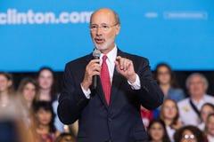 Gubernator ofert Wilczy komentarze Clinton wiec Zdjęcia Stock