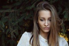 Gubjący w jej myślach Zdjęcia Stock